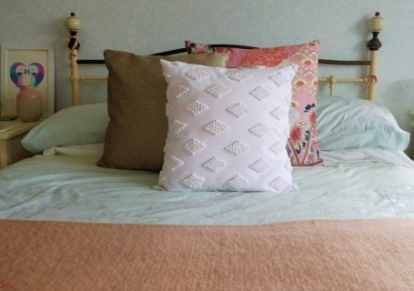DIY Pom Pom cushion tutorial